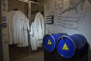 escape room paris happy hours escape game le virus du professeur zoltan